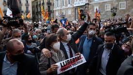 Inhabilitan al presidente de Cataluña; prevén más disturbios