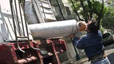 CRE declara caducidad de 69 permisos de comercialización de petrolíferos