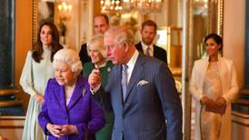 Isabel II conmemora 50 aniversario de investidura de su hijo como príncipe de Gales
