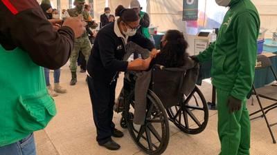 Inicia vacunación de personas adultas mayores con 'Sputnik V' en Iztacalco, Tláhuac y Xochimilco