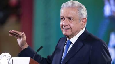 AMLO se 'resiste' a la veda por consulta popular: impugna medidas cautelares del INE