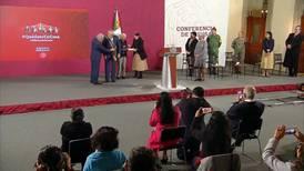 Seade recibe condecoración 'Miguel Hidalgo' en Grado Banda por negociación del T-MEC