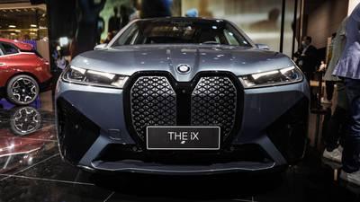 BMW reinventa sus parrillas icónicas en autos eléctricos