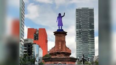'Glorieta de Mujeres que Luchan': feministas colocan antimonumenta donde estaba estatua de Colón