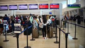 Cae llegada de viajeros a aeropuertos de Cancún y Cozumel en julio