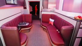 ¿Te imaginas un sofá en lugar del tradicional asiento en un avión? Esta aerolínea lo hace posible