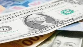 Peso no pudo evitar 'la cruda'; pierde el día y la semana frente al dólar
