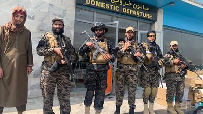 El primer día sin EU: Talibanes se declaran vencedores con una 'montaña' de problemas encima