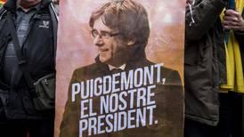 Cataluña reconoce simbólicamente derecho de Puigdemont a ser presidente