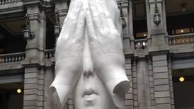 Inauguran en el Munal la obra de Jaume Plensa 'Behind the Walls'