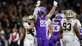 Vikingos 'alargan' las sorpresas en ronda de comodines de la NFL; vencen 26-20 a los Santos