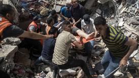 Bombardeo israelí en Gaza deja al menos 42 muertos, entre ellos 10 menores