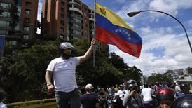 Contratistas ligados al Kremlin ayudan a seguridad de Maduro en Venezuela: Reuters