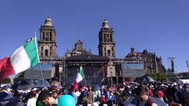 Invitados arriban al Zócalo para celebración del primer año de Gobierno de AMLO