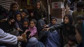 Talibán desaparece Ministerio de Asuntos de la Mujer y solo llama a varones a retomar clases