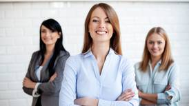¡Checa el dato! Santander abre convocatoria de becas para mujeres profesionistas