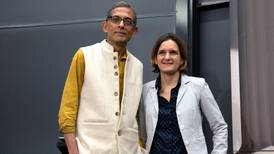 Esther Duflo y Abhijit Banerjee, el romance 'se cuela' en el Nobel de Economía