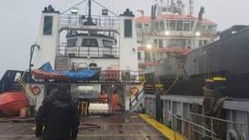 Aseguran 2 buques con 800 mil litros de 'huachicol' en Dos Bocas