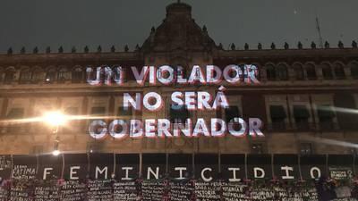 'México feminicida', 'Aborto legal ya'... Mujeres proyectan consignas en memorial de Palacio Nacional