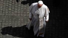 Vaticano 'mete las manos' para regular grupos laicos y evitar abusos de poder