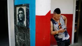 Reportan problemas en tercera prueba para acceso a internet desde móviles en Cuba