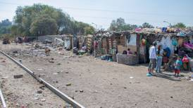 Para erradicar la pobreza extrema no bastan las transferencias monetarias