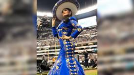 Ana Bárbara se equivoca al cantar Himno Nacional en juego de la NFL
