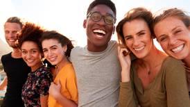 Millennials están en la flor de la vida: los 30 son los años más felices, según la ciencia