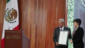 Políticos de oposición felicitan a AMLO en redes por recibir constancia de mayoría