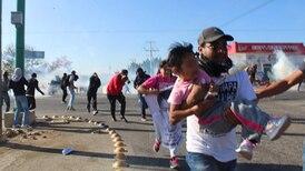 Desalojan en Chiapas a padres de los 43 de Ayotzinapa con gases lacrimógenos