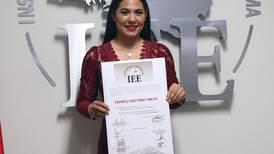 Indira Vizcaíno recibe constancia como gobernadora en Colima