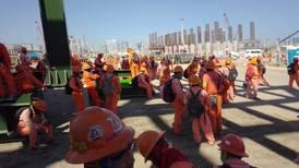 Problemas en el 'Paraíso': AMLO pide a trabajadores en paro 'que se porten bien'