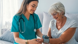 ¿Eres enfermera? Canadá y Alemania te buscan; ofrecen sueldos de hasta 87 mil pesos