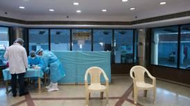 Misteriosa enfermedad en India deja 200 personas hospitalizadas y al menos un muerto