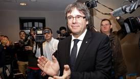 Juez español revoca orden de extradición contra Puigdemont