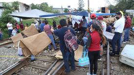 IP urge al gobierno que libere vías férreas de Michoacán bloqueadas por la CNTE