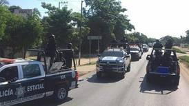 Civiles armados queman 3 camiones y paralizan la circulación en la carretera Acapulco- Zihuatanejo