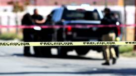 Mueren una mujer y un niño por balacera en desfile de Torreón