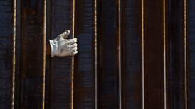 Demócratas protestan por desvío de fondos de Trump para construcción de muro fronterizo