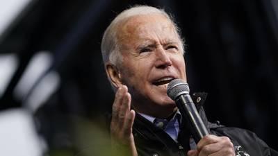 Biden se burla de la negativa de Trump a aceptar derrota; 'es una vergüenza'