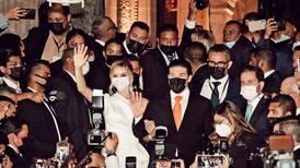 ¿Quién da más? Mariana Rodríguez, primera dama de NL, subasta vestido de 18 mil pesos