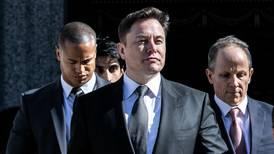 Musk lo hace de nuevo: tuitea pronóstico de producción de Tesla pese a prohibición