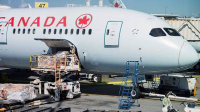 Canadá le propina 'golpe' de mil mdd al sector turístico de México