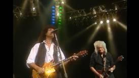 Brian May se encuentra con su yo del pasado en su nuevo video 'Back To The Light'