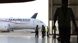 Pilotos y sobrecargos acuerdan reducción salarial para apoyar a Aeroméxico