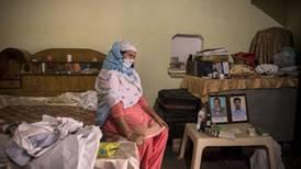 Una tragedia que no tiene fin: Ola de COVID está eliminando a familias enteras en la India