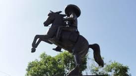 Campesinos protestan en Bellas Artes contra pintura gay de Zapata