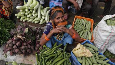 Tras fracaso en vacunación, India cambia de estrategia y se la quita al sector privado