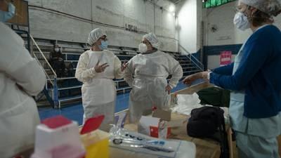 Hay escasez de Sputnik V... y Argentina planea combinar vacunas para combatir desabasto