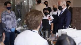 'José' Biden celebra el 5 de mayo 'echando' un taco en Washington